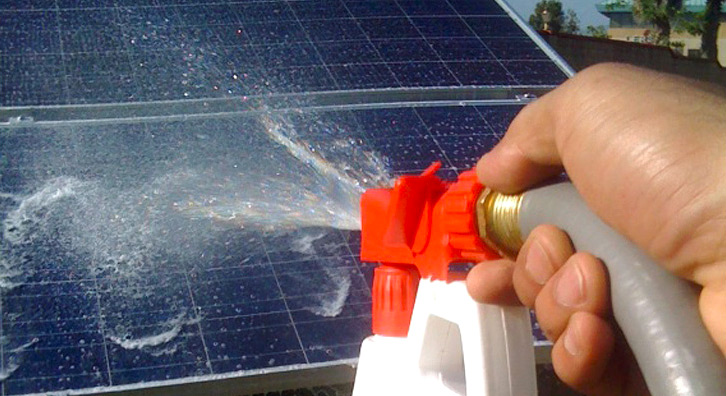 Як правильно доглядати за сонячними панелями?